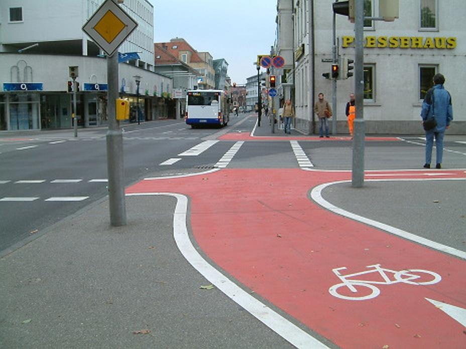 Radwegmarkierung mit Kaltplastik