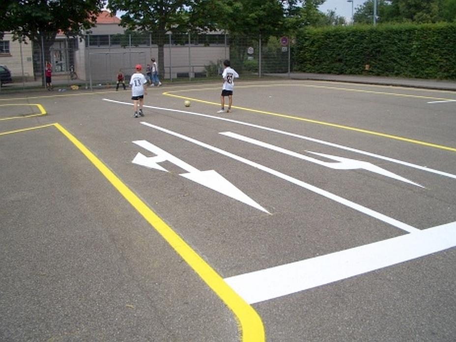Farbmarkierung für Verkehrsübungsplatz