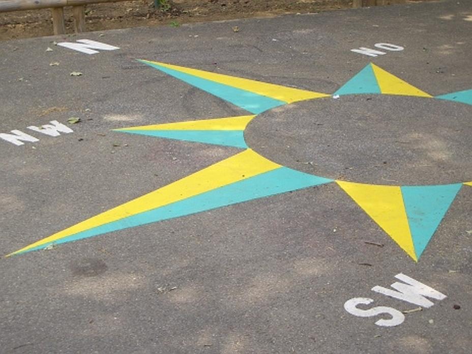 Symbolmarkierung auf dem Schulhof
